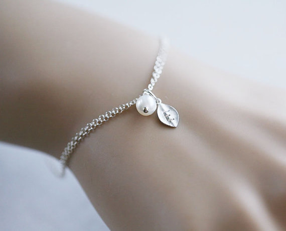 leaf initial Bracelet,Monogram,Wire wrapped Pearl,Bridesmaids Gifts,Wedding jewelry Gift,birthday,Friendship