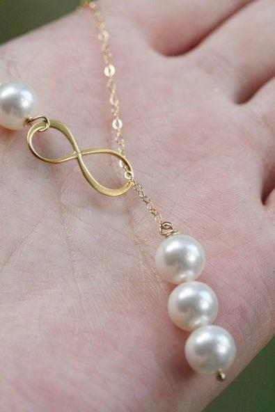 Gold Infinity necklace,three pearl necklace,Figure eight,Infinity pearl lariat,Friendship,bridesmaid gift,wedding bridal jewelry,birthday